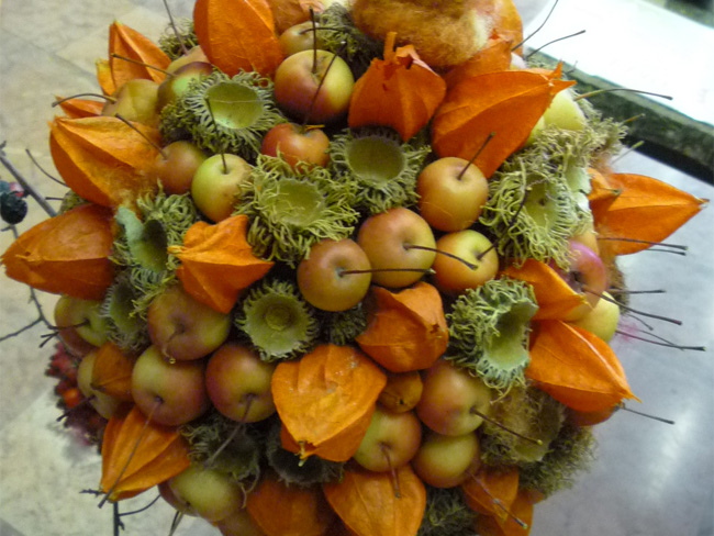 dekorálás lampionvirág termésével
