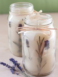 házi készítésű gyertya befőttes üvegben