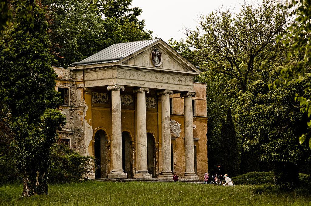 a hansburg kastély megmaradt homlokzati része