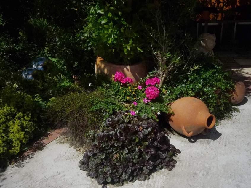kerámiák a kertben