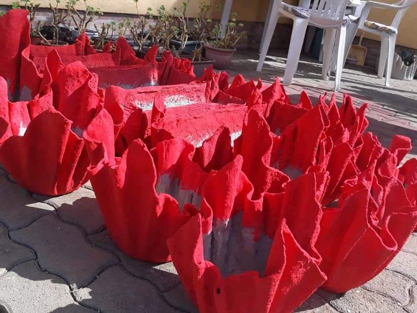 pirosra festett törülköző-kaspók